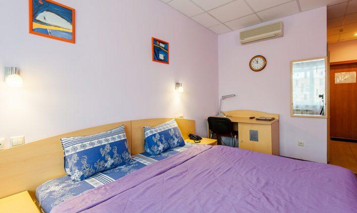 Double — двухместный номер с одной кроватью